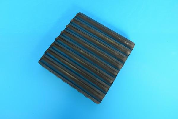 橡胶减震垫(150*150*2)