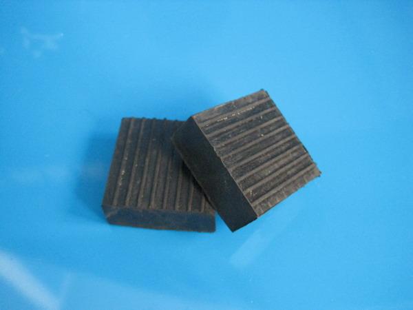 橡胶减震垫(50*50*20)