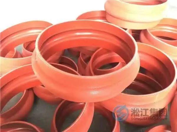 以下是上海淞江红色硅胶卡箍橡胶软接头发货现场!