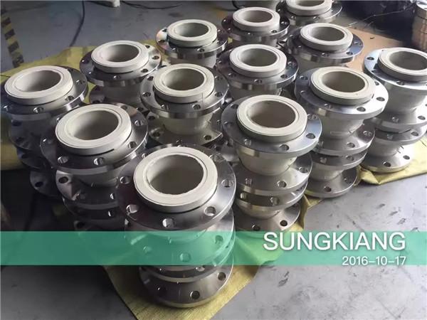 中石油天津项目食品级白色天然硅胶橡胶软接头
