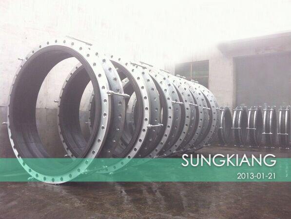 水库项目配套应用带拉杆限位橡胶